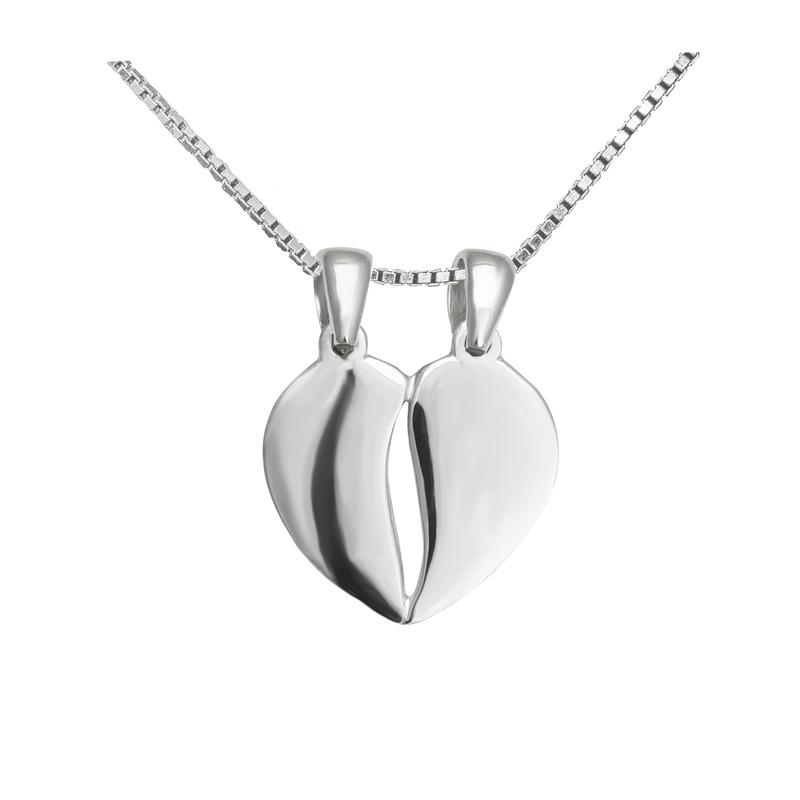 5e95eaff4 Strieborný prívesok v tvare přelomeného srdca